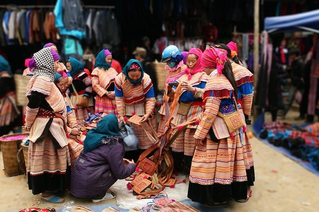 Cho-Bac-Ha-Market -Sapa travel