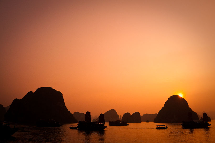 Halong Bay Sunset - Top 10+ Unique & Amazing Things to do in Halong Bay, Vietnam (2020)