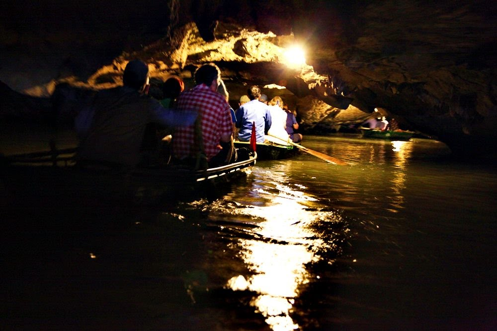 things to do in ninh binh dark cave