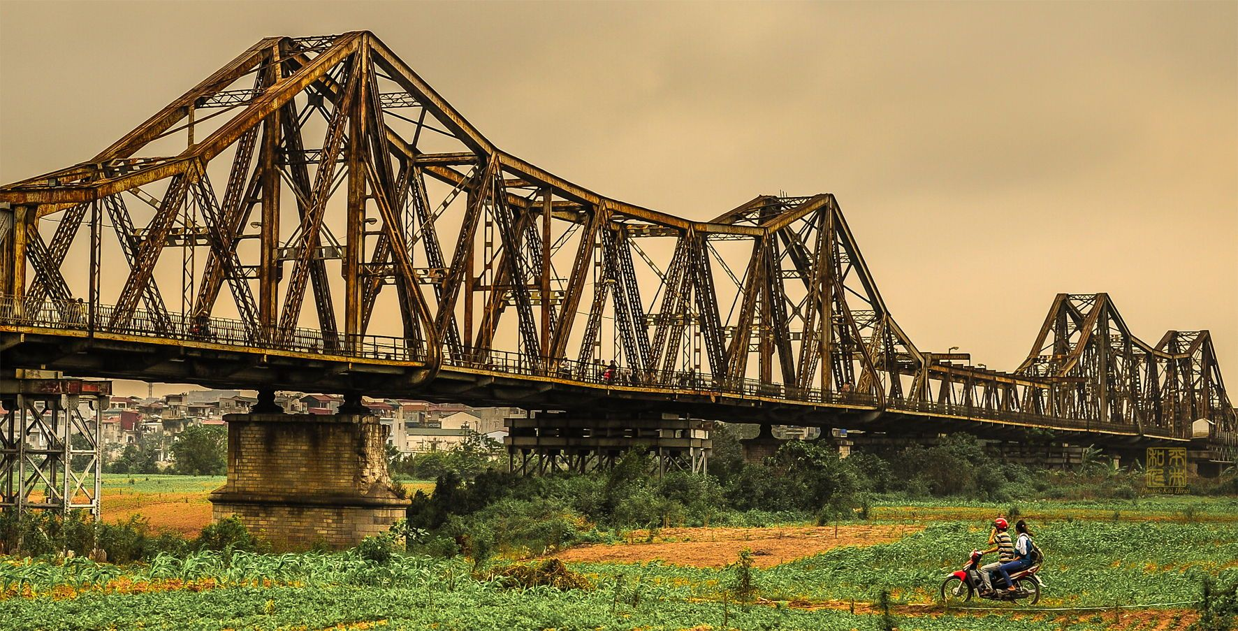 long bien bridge - 10+  Unique & Amazing Things To Do In Hanoi, Vietnam (2020)