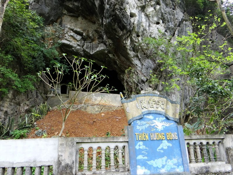 tam coc boat ride - thien huong grotto