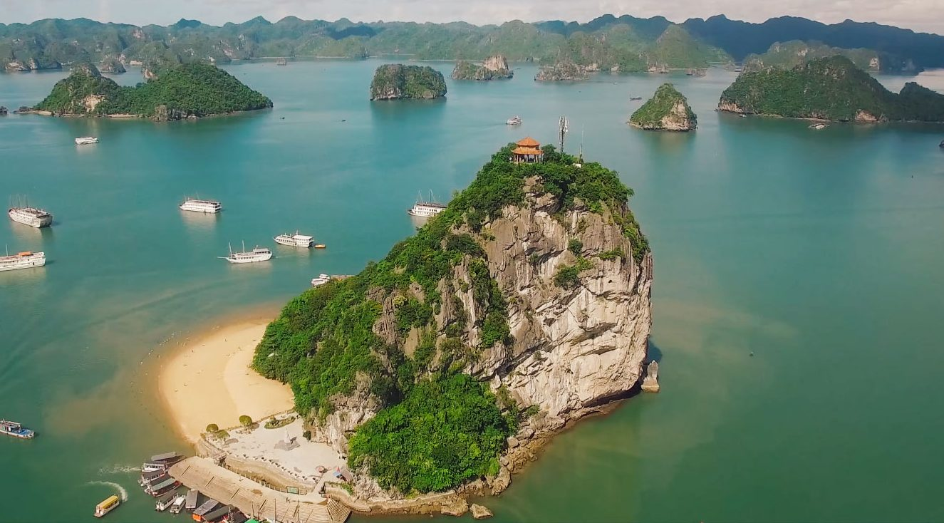 titop island halong bay e1543551785485 - Top 10+ Unique & Amazing Things to do in Halong Bay, Vietnam (2020)