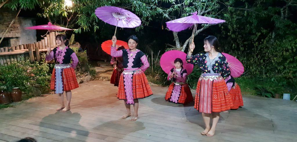 moc chau hua tat village h'mong performance