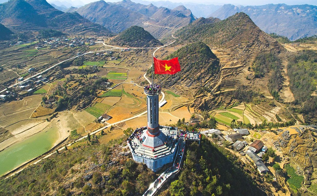 ha giang lung cu flag tower